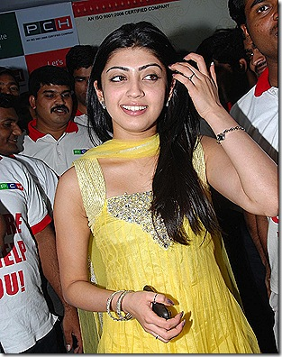 praneetha-cute-in-yellow