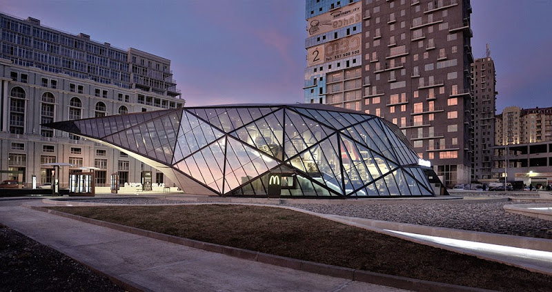 02-fuel-station-mcdonals-khmaladze-architects.jpg