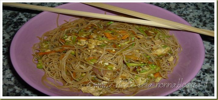 Spaghetti di riso con uova, verdure e peperoncino (10)