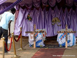 – Deux cercueils  vides, le 13/09/2010 à Kinshasa,  de deux militants de l'UDPS tués lors d'une protestation dispersée par la police. Radio Okapi/ Ph. John Bompengo