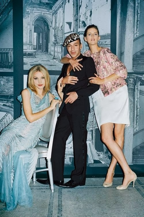 fredericke-helwig-dec2007-John-Galliano-Jessica-Stam-Stella-Tennant-p286-v-and-a-couture