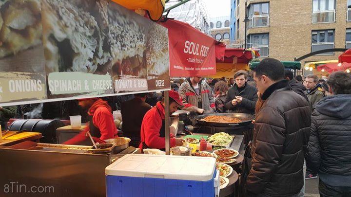 Chợ cuối tuần ở London. Có nhiều món ăn địa phương và