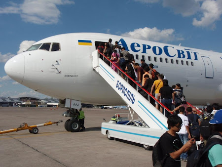 Imagini Ucraina: imbarcare cursa Aerosvit Kiev - Delhi