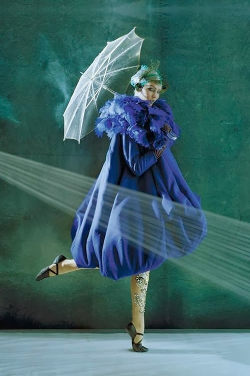 tim-walker-karlie-kloss-vogue-oct2010-p281-dior-haute-couture