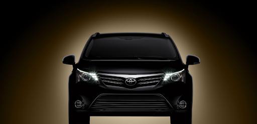 2012-Toyota-Avensis_01.jpg