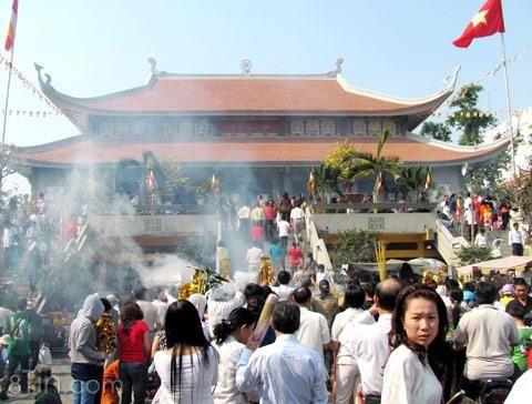 http://laodong.com.vn/vanhoa/pgststamlyhuynhvansoncangiaoducconnguoi