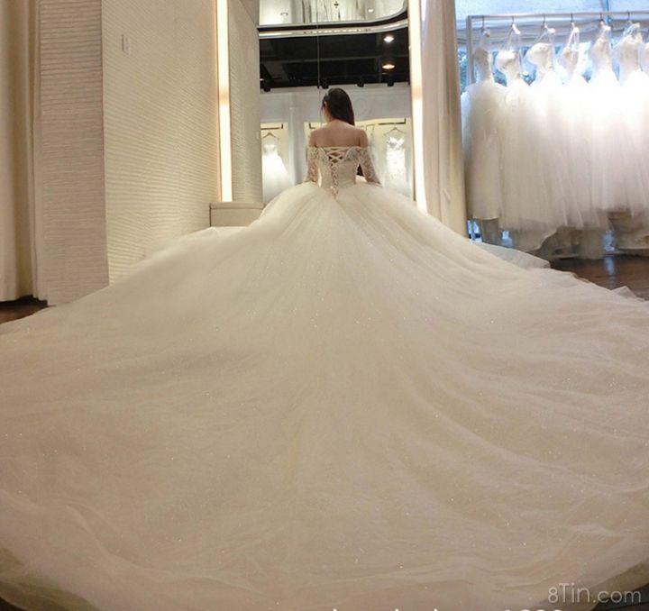 Váy cưới mà hoành tráng quá ^^
