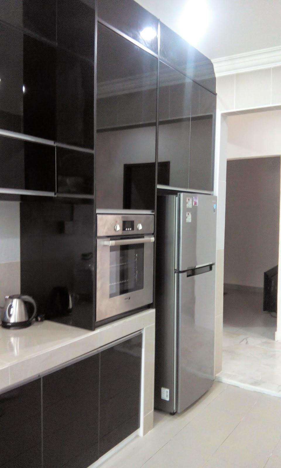 Terdapat Juga Satu Carcas Atau Body Cabinet Tall Unit Untuk Peti Ais Dan Oven Kat Tepi Ruangan Dapur Kan Comey Macam Ni Barangan Pun Tersusun