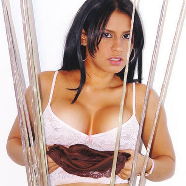 Andrea Rincon Striptease Prendas Foto 85