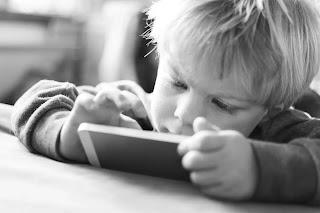 Trẻ em nhà giàu bắt đầu xa rời màn hình iPhone, iPad.