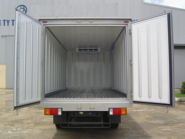 Bên trong thùng đông lạnh Hyundai HD72