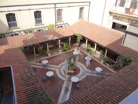 05. Curte interioara Hotel Katane Catania.JPG