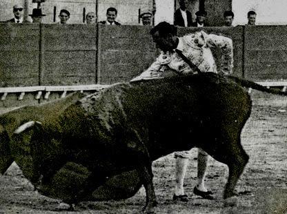 Luis Miguel Dominguin derechazo largo (Cuando suena el clarin) 001