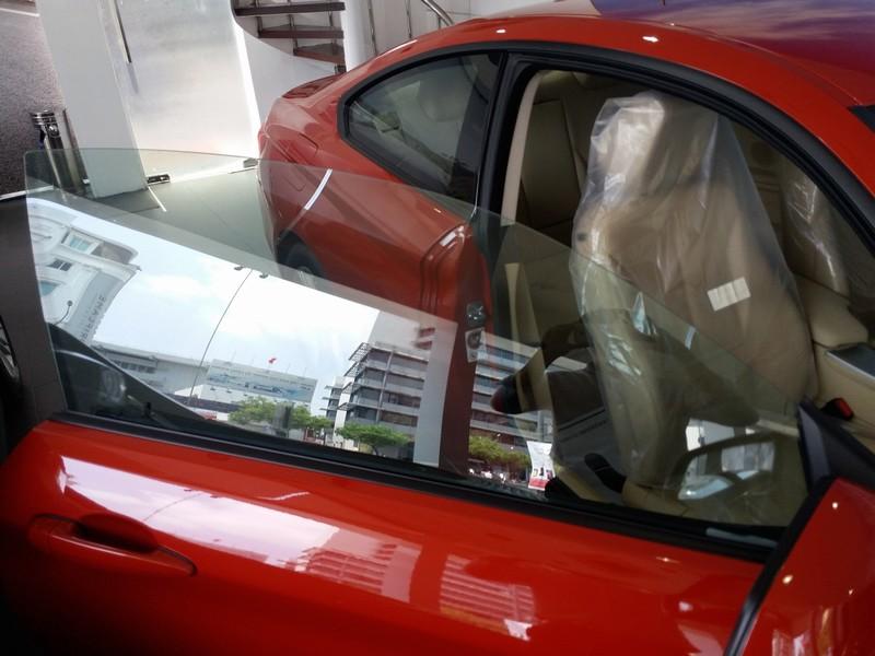 Ngoại thất xe BMW 420i Coupe màu đỏ 03