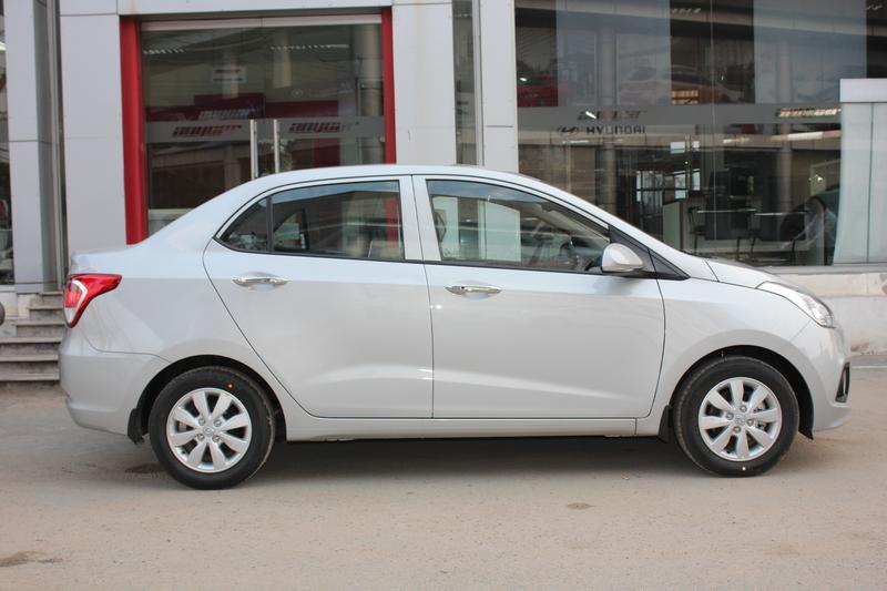 Xe Hyundai Grand i10 sedan 1.2MT Màu bạc 05