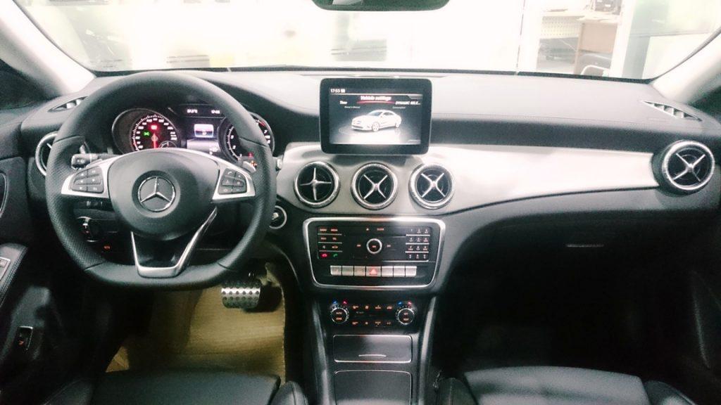 Nội thất xe Mercedes Benz CLA250 2017 4Matic 01