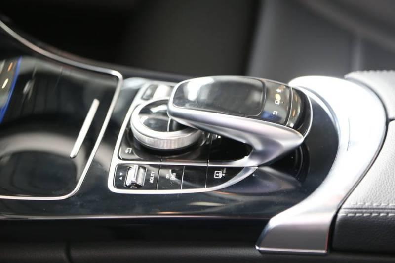 Xe Mercedes C200 thế hệ mới 09