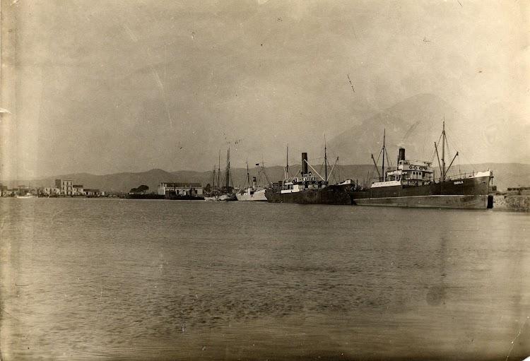 El vapor ONSALA atracado en Castellon. Foto de la web RECUERDOS DE CASTELLON. Colección Autoridad Portuaria de Castellon.jpg