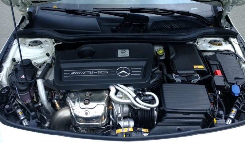 Động cơ xe Mercedes Benz CLA45 AMG cũ 2015 Màu Trắng 01