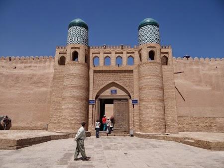 02. Cetatea Ark - Khiva.JPG