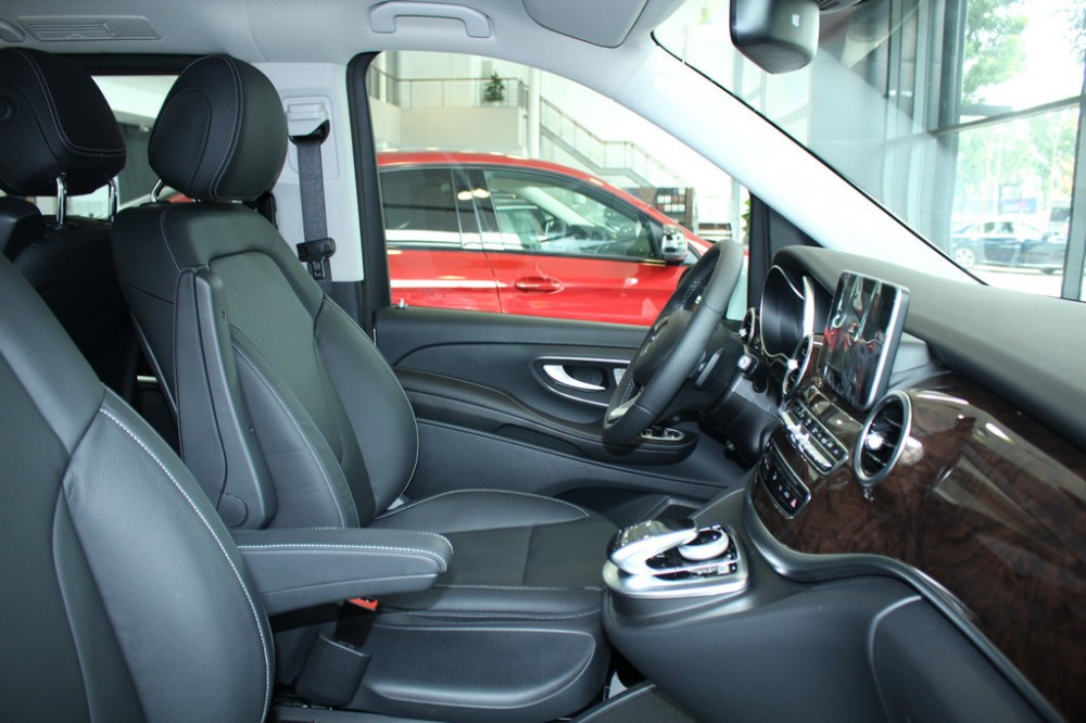 xe Mercedes Benz V220 Máy Dầu 7 chỗ Màu Xám nội thất đen 03