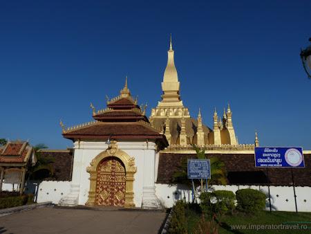 24. templu principal Laos.JPG