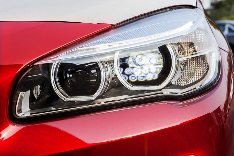 Xe BMW 218i Gran Tourer màu đỏ 05