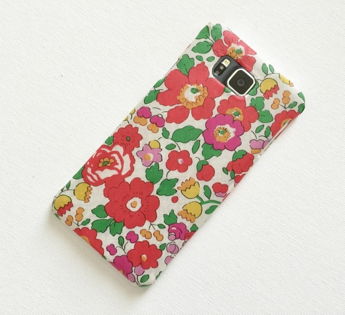 Mad-For-Fabric-DIY-Fabric-Covered-Phone-Case-Display1-1024x934
