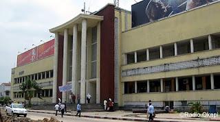 L'immeuble de la poste, siège de l'OCPT sur le boulevard du 30 juin à Kinshasa