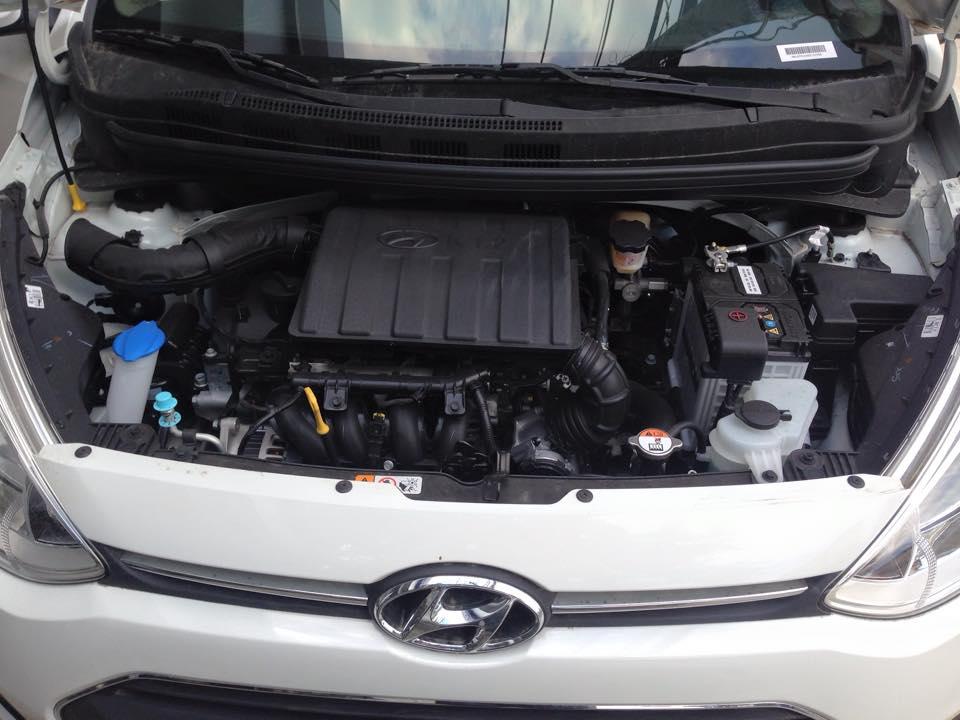 Nội thất xe Hyundai Grand i10 Sedan màu bạc 010