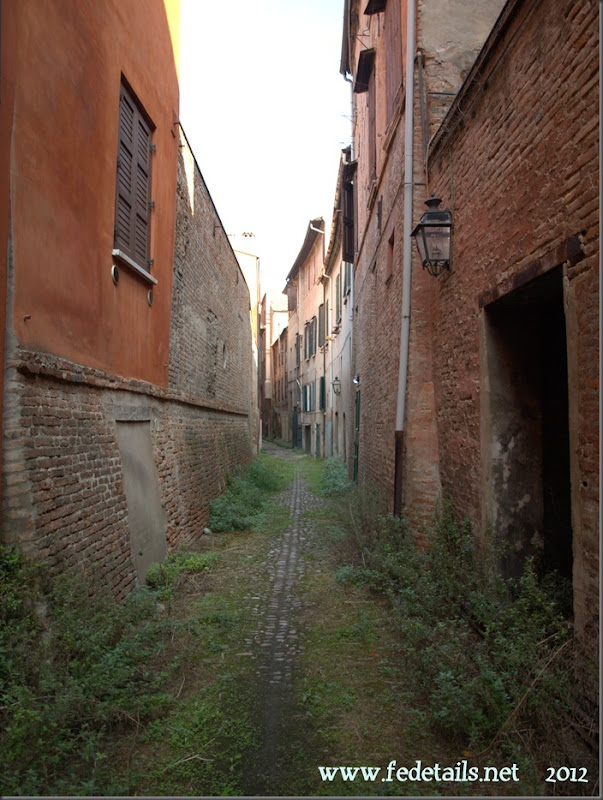 Vicolo dei Duelli ( foto 1 ), Ferrara, Emiliaromagna, Italy - Alley of Duels ( photo 1 ), Ferrara, Emiliaromagna , Italy- Property and Copyright of www.fedetails.net