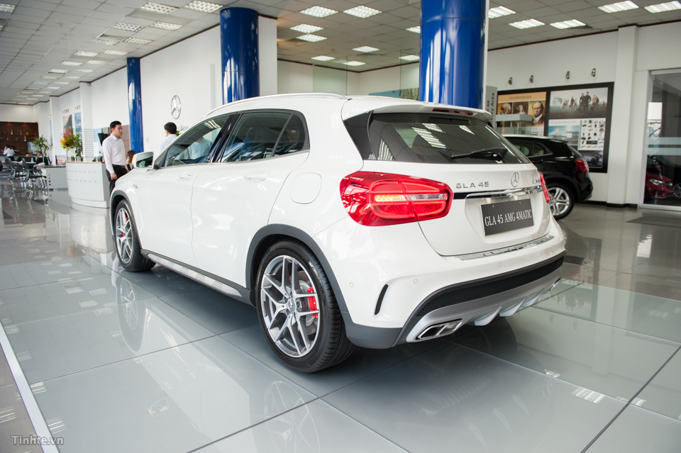 xe Mercedes Benz GLA45 AMG 4Matic New Model 09