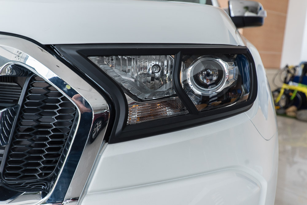 Xe Bán Tải Ford Ranger Hoàn Toàn Mới màu trắng 03