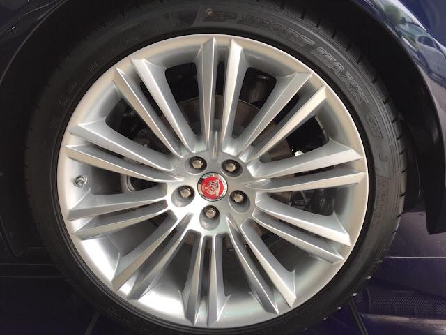 Xe Jaguar XJL Premium Luxury LWB màu đen 05