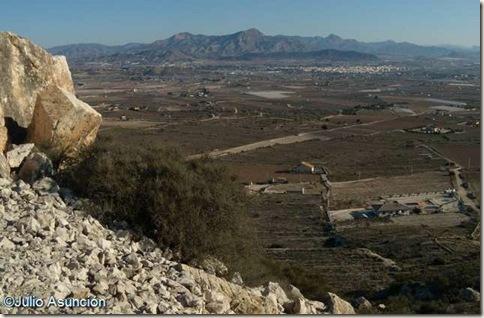 Vista desde el poblado y derrumbe de muro - La Horna