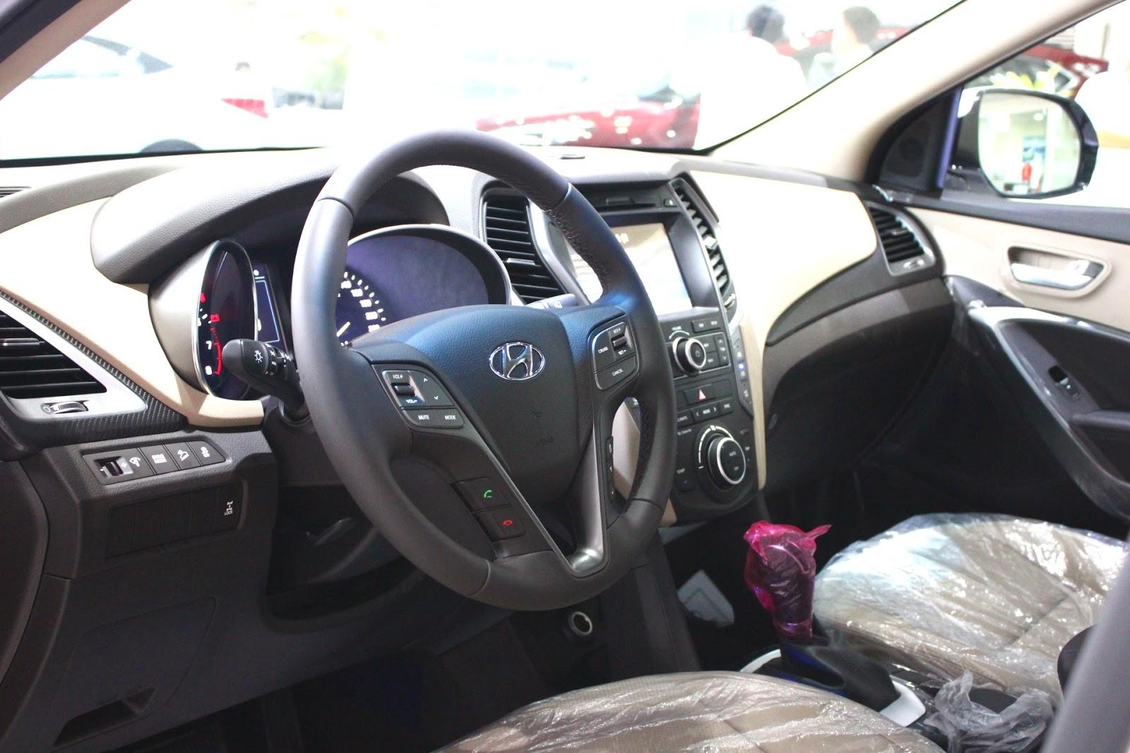 Nội thất xe Hyundai Santafe 7 Chỗ máy xăng màu trắng 013