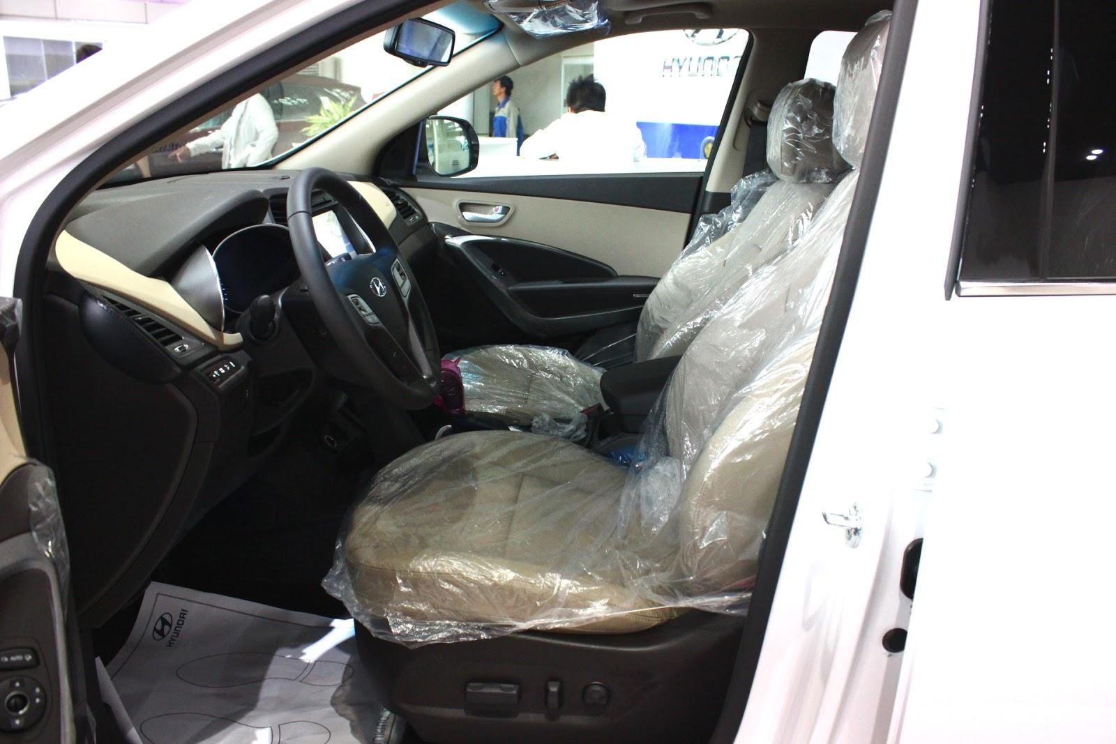 Nội thất xe Hyundai Santafe 7 Chỗ máy xăng màu trắng 015