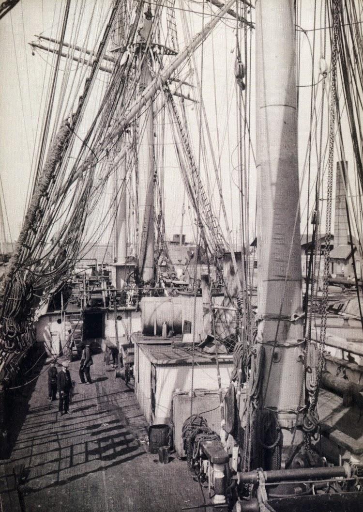 Precioso detalle de la cubierta de la fragata IBERIA. Del libro Vapores.JPG
