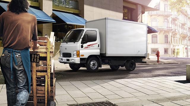 Xe tải Hyundai N250 thùng bạt rất phù hợp cho một chiếc xe tải hoạt động trong thành phố, khu vực đông dân cư