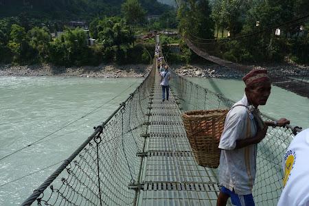Obiective turistice Nepal: pod peste Trisuli