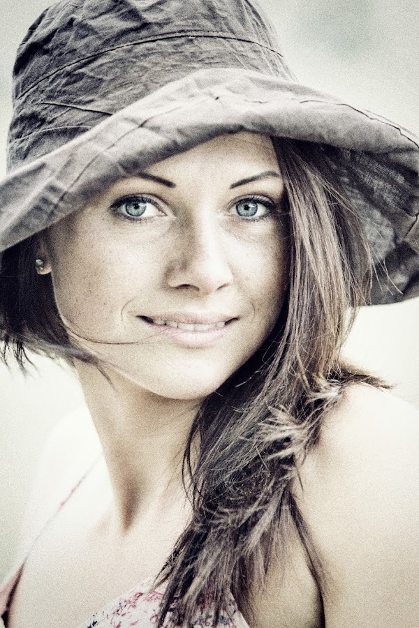 Beautiful girl by Agata Raszke - People Portraits of Women ( colour, girl, woman, portraits, people )
