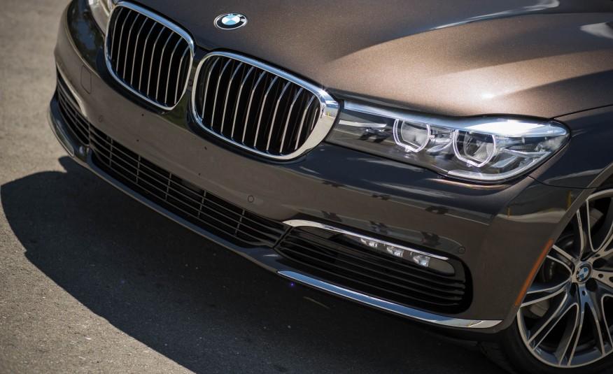 Ngoại thất xe BMW 730Li new model 06