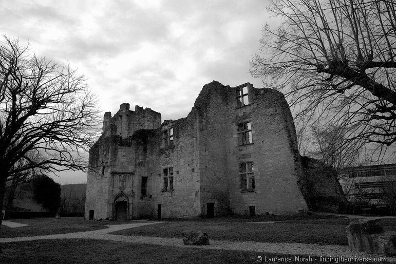 Barriere Castle ruins France perigueux.png