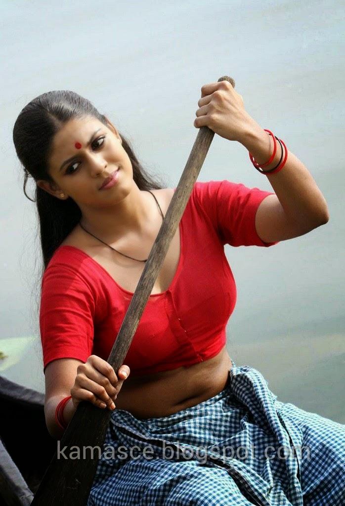 Kama Scenes Malayalam Actress Iniya Sexy Lungi Dress-3143