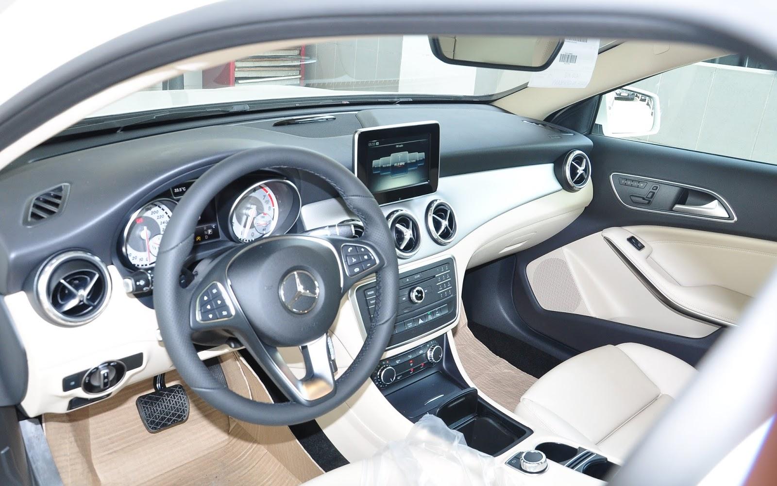 Nội thất xe Mercedes Benz GLA200 màu trắng 01