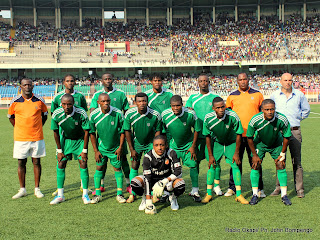 Une vue de DCMP ce 8 mai 2011 au stade des martyrs à Kinshasa dont de bout en bout les entraineurs, lors de la rencontre contre Haras El Hodoud d'Egypte, Match qui s'est terminé par la victoire de DCMP aux tirs au but. Radio Okapi/ Ph. John Bompengo