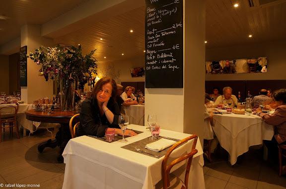 La periodista Elisenda Roca a l'Hotel Balneari Sant Vicent. El lloc es esmentat des del segle X i des del 1775 que ha estat regentat ininterrompudament per la familia Pal.Els Banys de Sant Vicenc Pont de Bar, Alt Urgell, Lleida