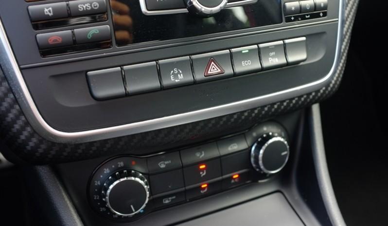 Nội thất xe Mercedes cũ A250 AMG 2014 màu xanh 04