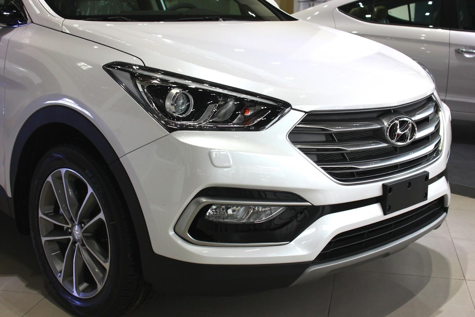 Xe Hyundai Santafe 7 Chỗ máy xăng màu trắng 08