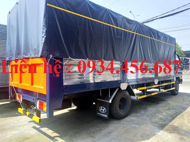 Xe tải Hyundai HD120sl chở phuy dầu